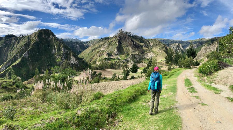 hiking chugchilan to quilotoa
