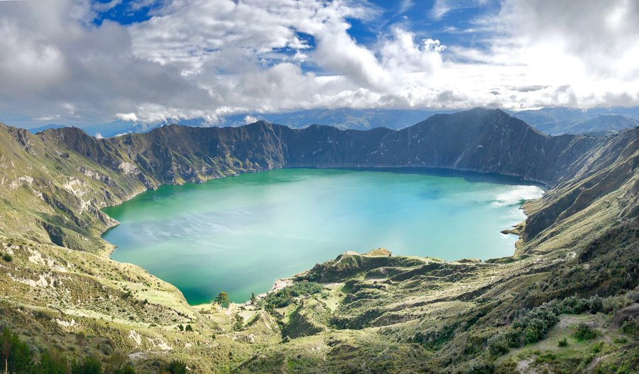 view of the laguna quilotoa on the quilotoa loop hike