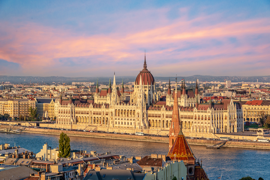 most popular things to do in budapest visit the parliament