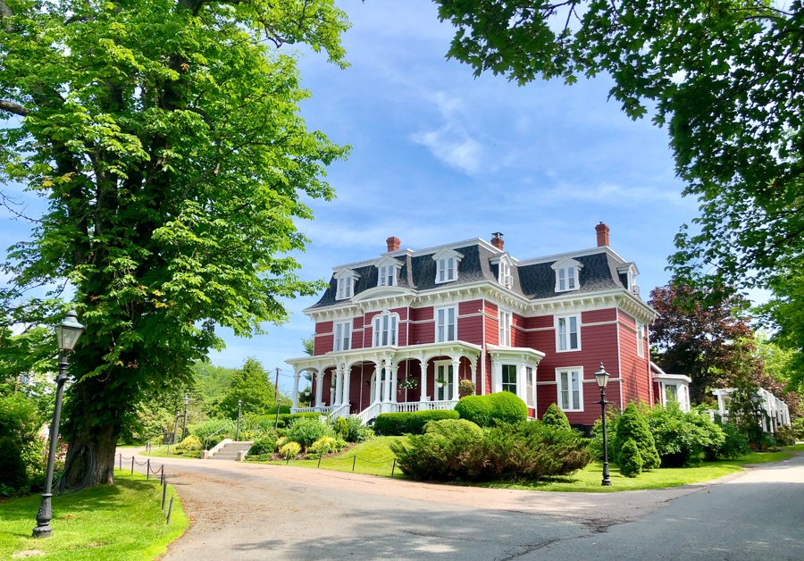 where to stay in wolfville blomidon inn