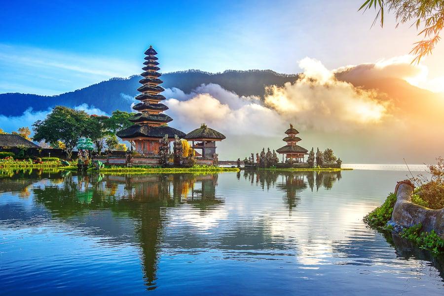 places to visit in bali beratan lake
