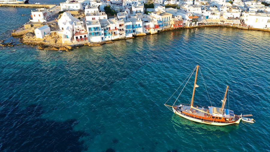 sailing around mykonos island