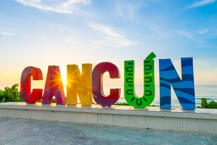 things to do in cancun take a photo at the sign