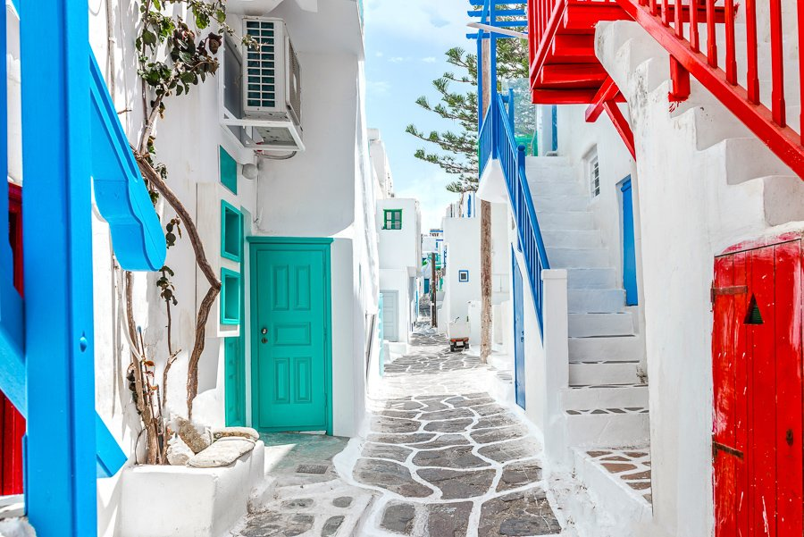 walking streets in mykonos greece