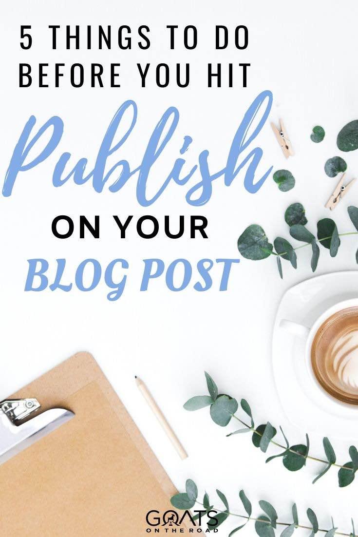 bureau avec superposition de texte 5 choses à faire avant de poster sur votre blog