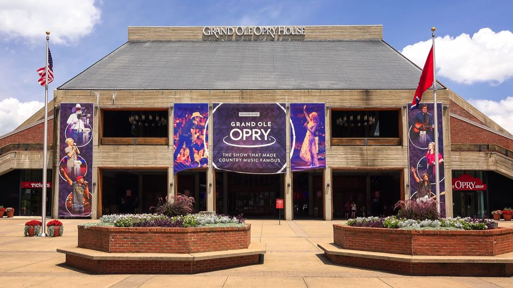 grand ole opry building in nashville