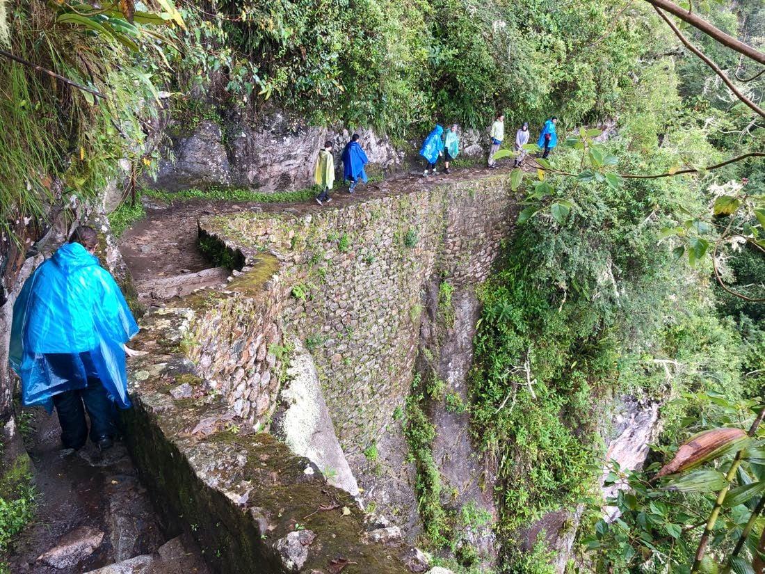 hiking to inca bridge