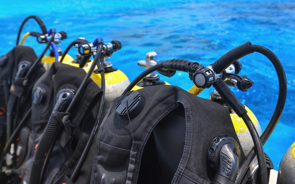 scuba dive tanks