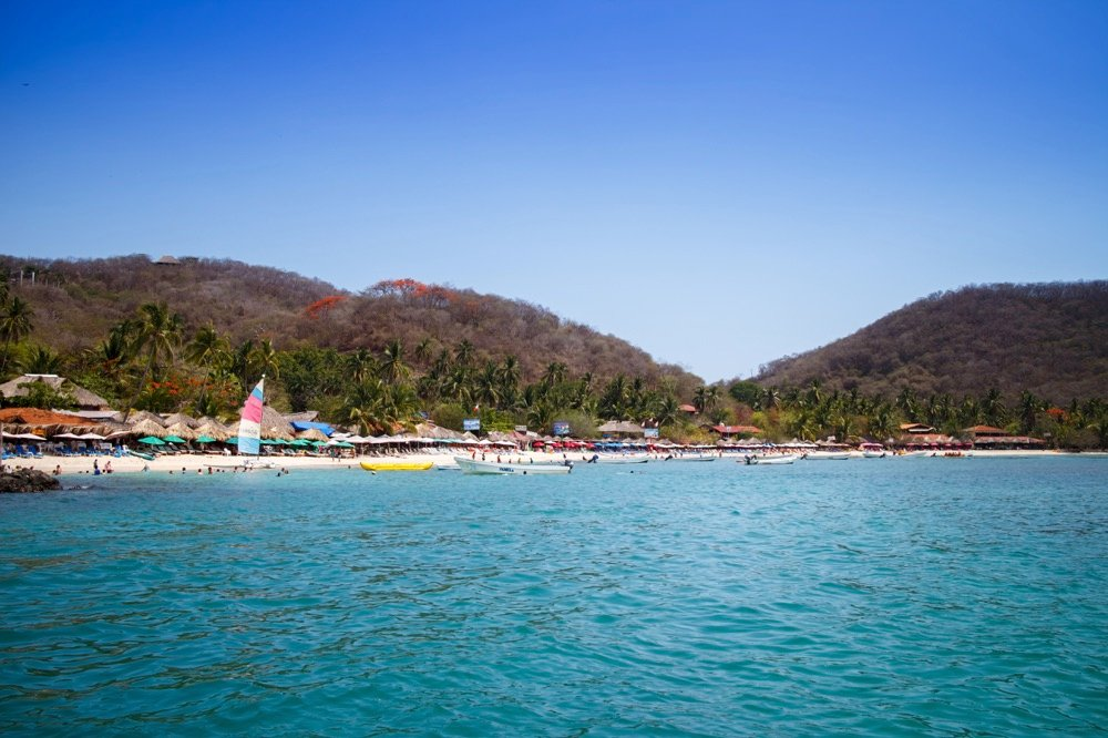 Playa Las Gatas Zihuatanejo beaches in mexico