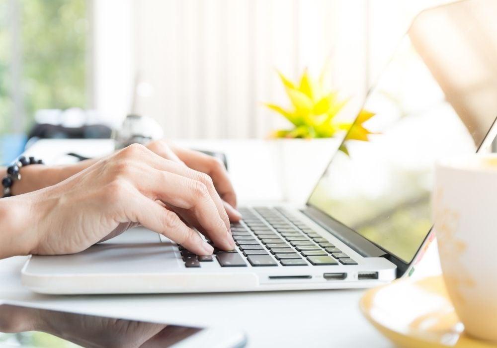 freelance writing jobs with Upwork