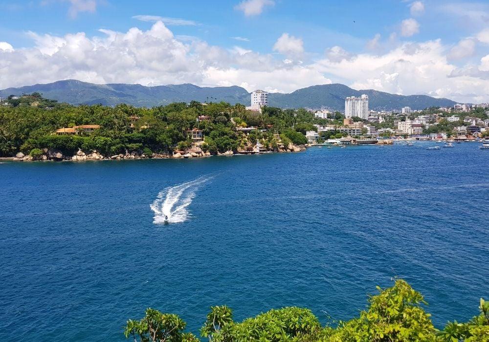 Jetski sailing in the sea from La Roqueta Island, Acapulco