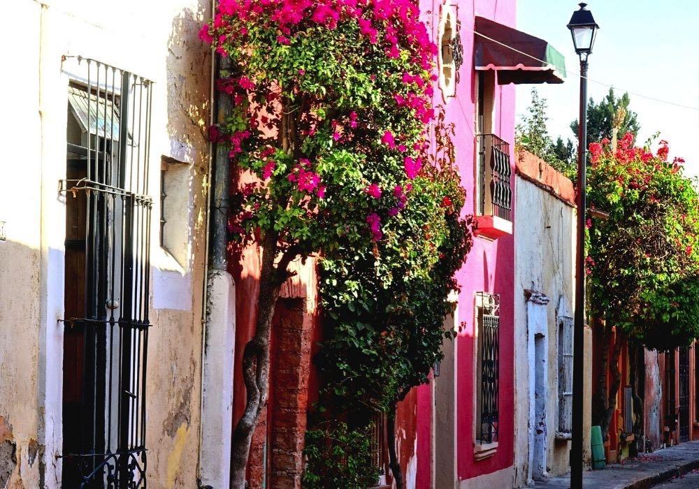 queretaro colourful streets